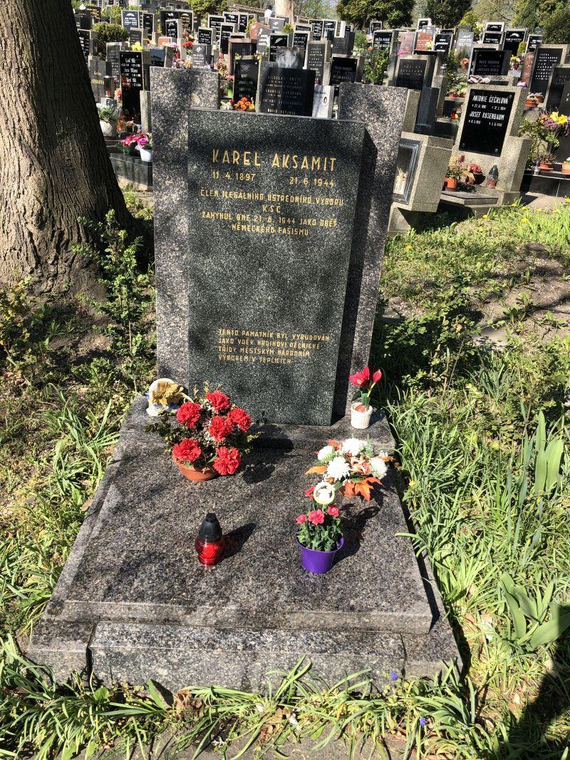 památník Karla Aksamita